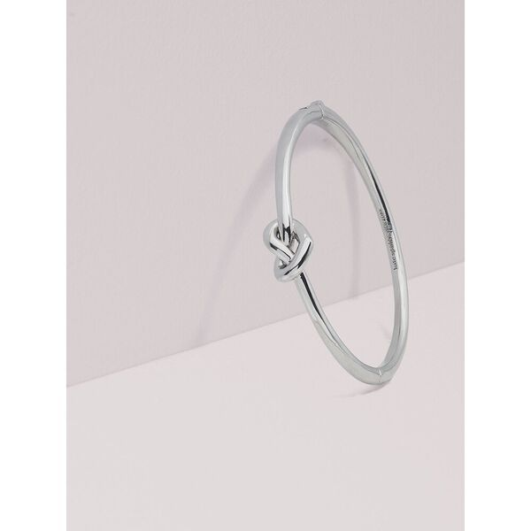 loves me knot bangle