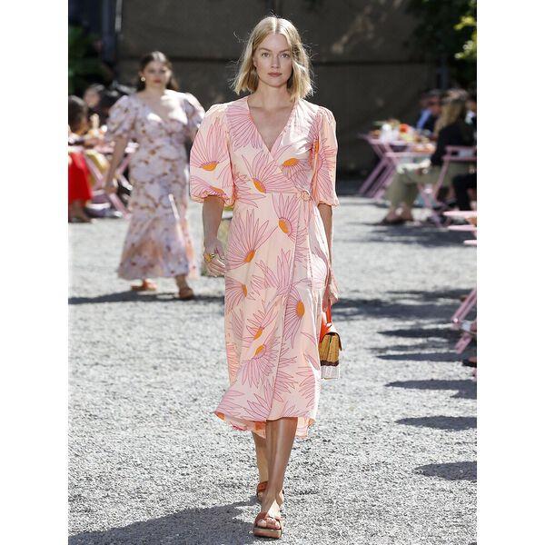 falling flower wrap dress, light guava juice, hi-res
